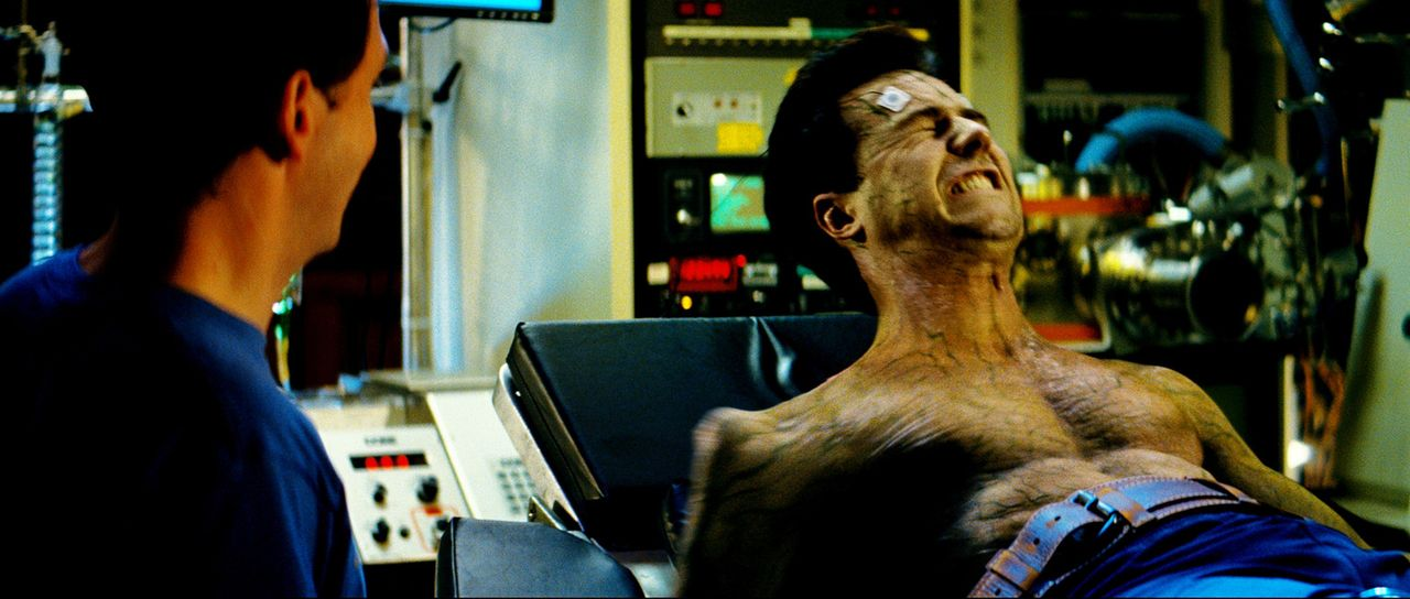 Versucht alles, um das Monster in ihm dauerhaft zum Schweigen zu bringen. Doch dann erschafft General Ross eine Tötungsmaschine, die nur noch Hulk... - Bildquelle: 2008 Marvel Entertainment, Inc. And ist subsidiaries. All Rights Reserved.
