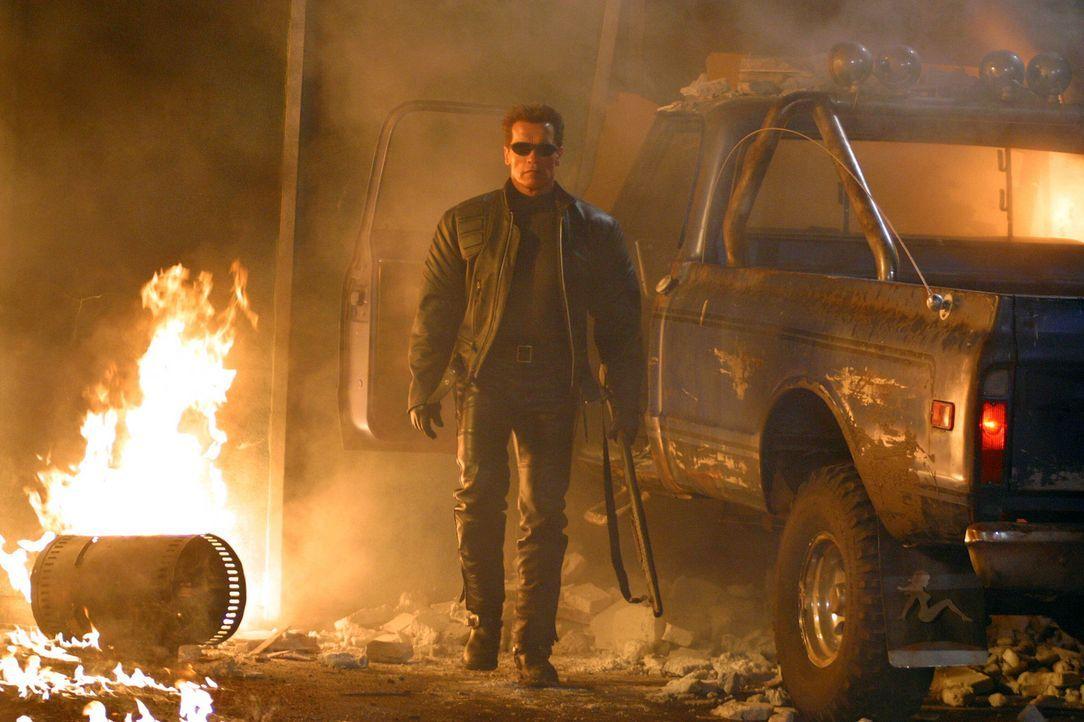 Die Existenz der gesamten Menschheit ist bedroht, doch T-800 (Arnold Schwarzenegger) setzt alles daran, dies zu verhindern ... - Bildquelle: 2004 Sony Pictures Television International. All Rights Reserved.