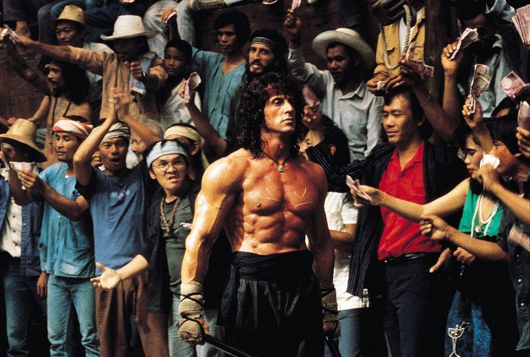 Um seinen Freund, Colonel Trautman, aus den Fängen der Russen zu befreien, schreckt Rambo (Sylvester Stallone) vor nichts zurück ... - Bildquelle: 1988 STUDIOCANAL. All Rights Reserved.
