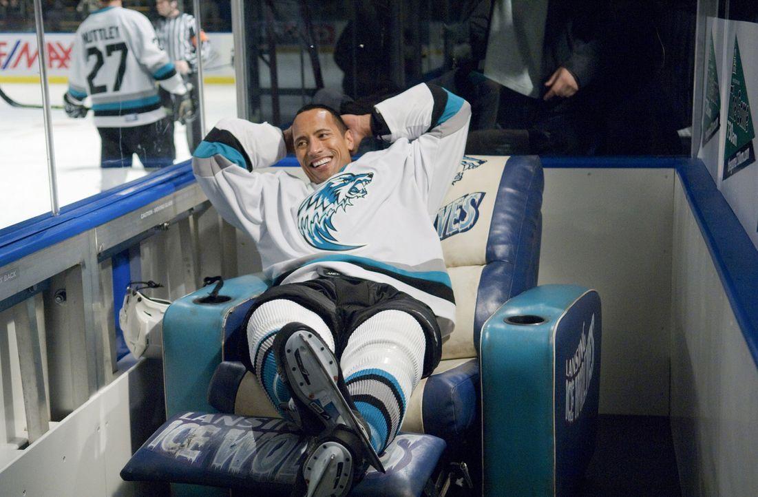 Noch ahnt Eishockeystar Derek (Dwayne Johnson) nicht, was schon bald auf ihn zukommen wird ... - Bildquelle: Diyah Pera TM and   2010 Twentieth Century Fox Film Corporation and Walden Media, LLC.  All rights reserved.  Not for sale or duplication.