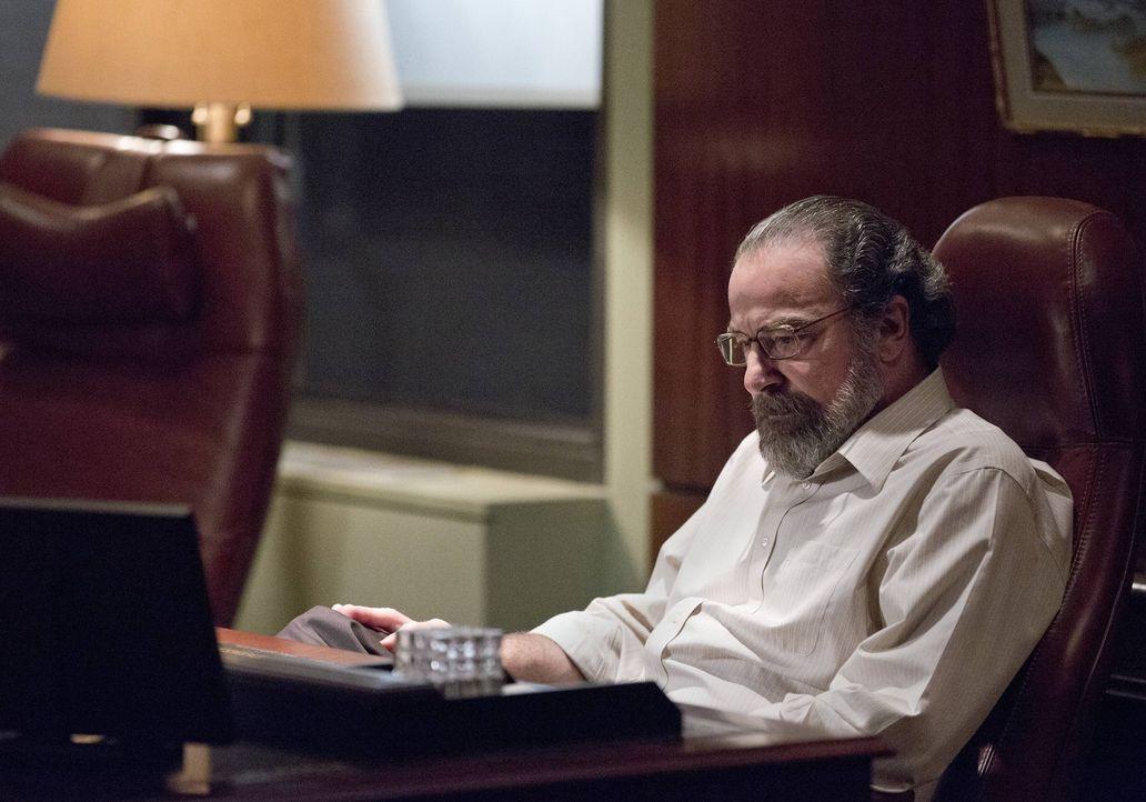 Javadi konnte dingfest gemacht werden, doch anstatt ihn der Justiz auszuliefern, will Saul (Mandy Patinkin) ihn zu einem Doppelagenten machen ... - Bildquelle: 2013 Twentieth Century Fox Film Corporation. All rights reserved.