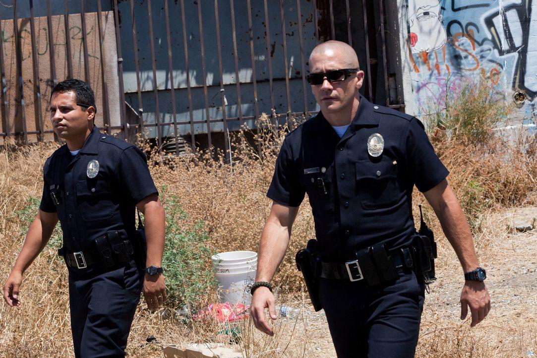 Für sie ist ihr Dienst mehr Berufung als Beruf: Die beiden Partner und Freunde Officer Brian Taylor (Jake Gyllenhaal, r.) und Officer Mike Zavala (M... - Bildquelle: Scott Garfield 2011 Sole Productions, LLC. All rights reserved.