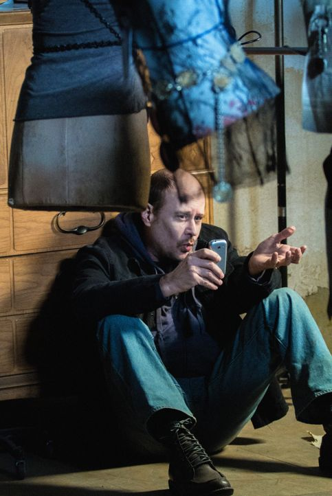 Sherlock Holmes heftet sich an die Fersen des unberechenbaren Kriminellen Martin Ennis (Terry Kinney) ... - Bildquelle: CBS Television