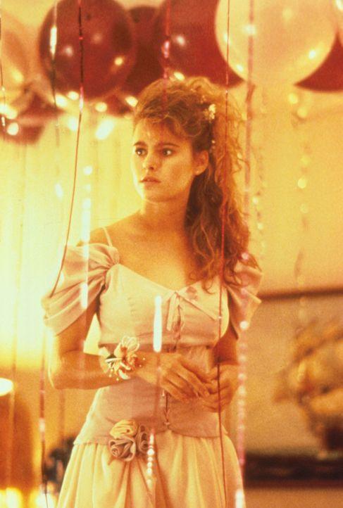 Als sich sein 15jähriges Töchterchen Katie (Ami Dolenz) vom Mauerblümchen zum flotten Teenager wandelt, steht für TV-Manager Doug Simpson fest: Er m... - Bildquelle: Columbia Pictures