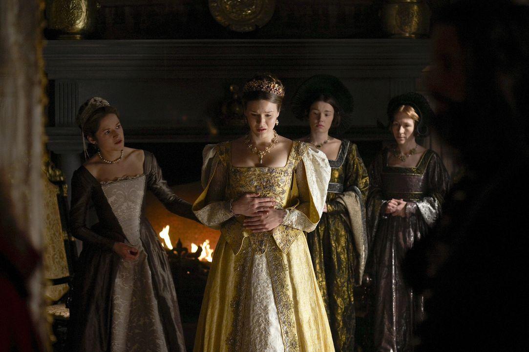 Henry wird einfach nicht warm mit seiner neuen Königin Anna (Joss Stone, M.) ... - Bildquelle: 2009 TM Productions Limited/PA Tudors Inc. An Ireland-Canada Co-Production. All Rights Reserved.