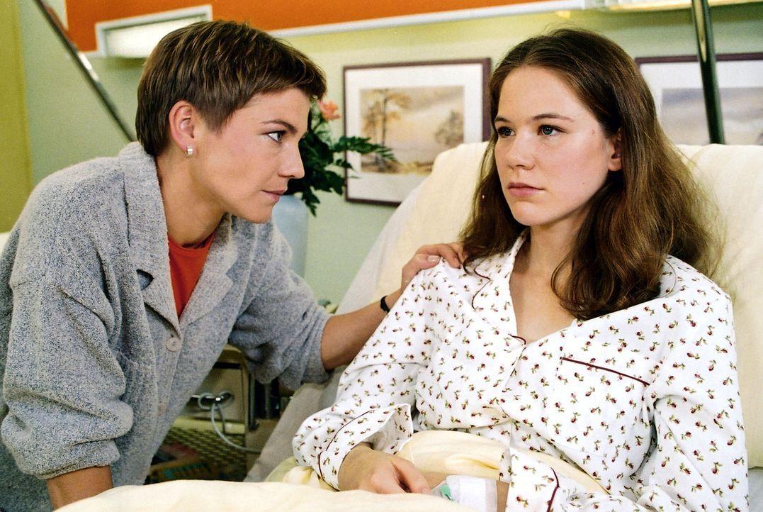 Stephanie (Claudia Schmutzler, l.) versucht, zwischen Juliane (Katy Lindner, r.) und ihrem Mann zu vermitteln... - Bildquelle: Noreen Flynn Sat.1