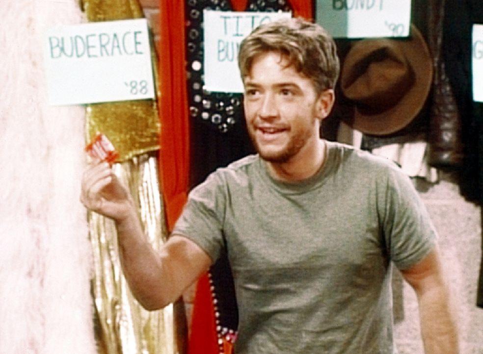 Mit einem Kondom bewaffnet will Bud (David Faustino) seine erste Eroberung machen ... - Bildquelle: Columbia Pictures