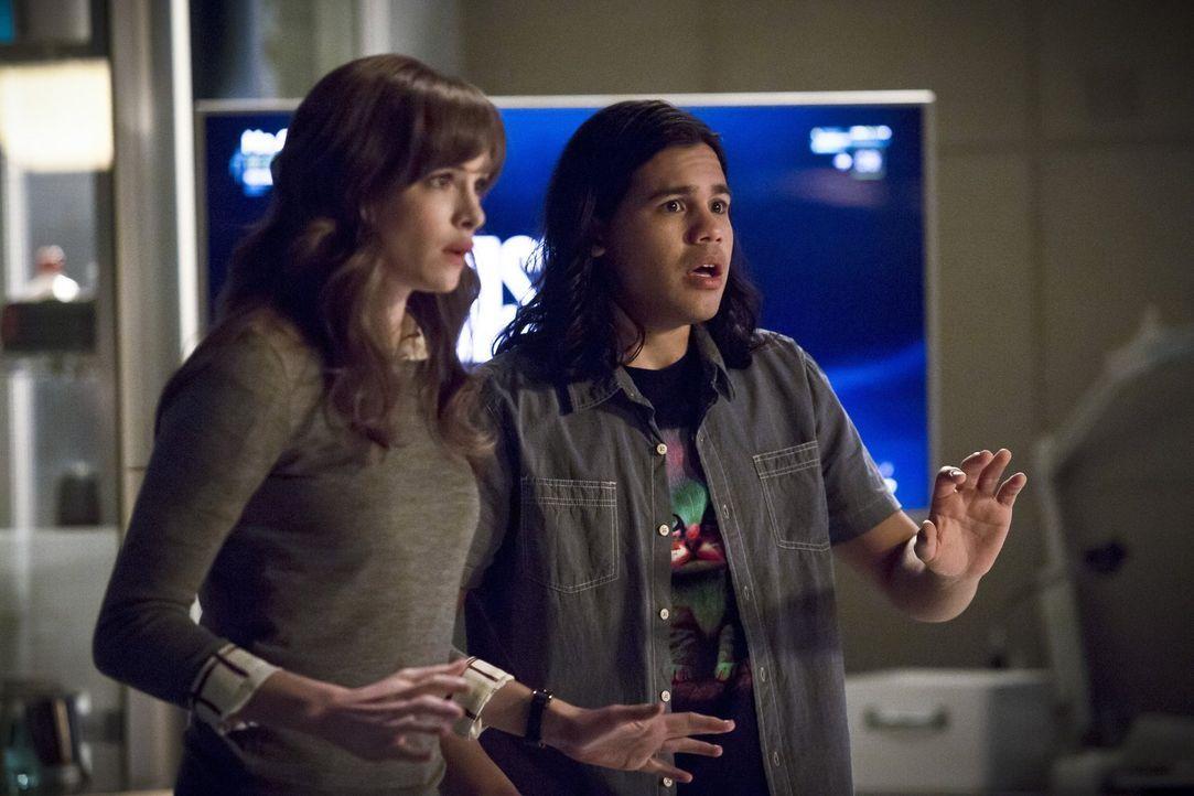 Während Caitlins (Danielle Panabaker, l.) Droge V-9 für Probleme in Central City sorgt, macht Cisco (Carlos Valdes, r.) dank seiner Visionen eine al... - Bildquelle: Warner Bros. Entertainment, Inc.
