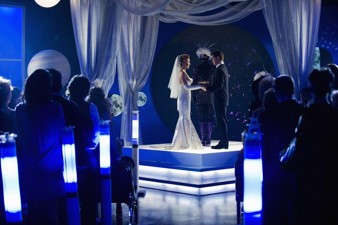 der große Tag ist da: Daniel (Eric Mabius, r.) und Molly (Sarah Lafleur, l.) heiraten ... - Bildquelle: 2008   ABC Studios