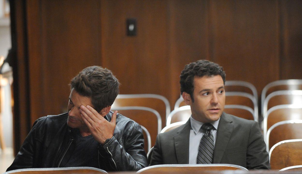 Dean (Rob Lowe, l.) will unbedingt einen großen Fall übernehmen und nachdem Stewart (Fred Savage, r.) merkt, dass er ihn davon nicht abhalten kann,... - Bildquelle: 2015-2016 Fox and its related entities.  All rights reserved.