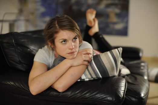 Hand aufs Herz - Kann nicht aufhören, an Emma zu denken: Jenny (Lucy Scherer)...