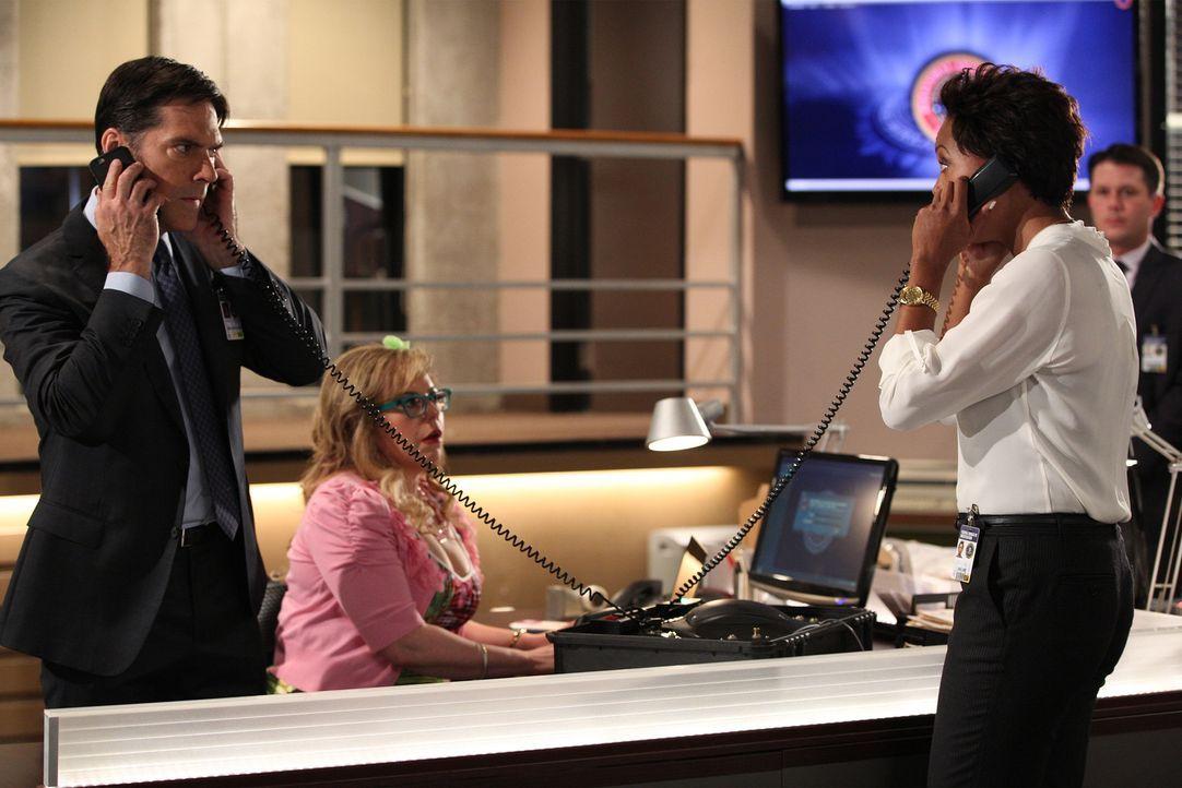 Gemeinsam ermitteln sie in einem neuen Fall: Hotch (Thomas Gibson, l.), Garcia (Kirsten Vangsness, M.) und Dr. Tara Lewis (Aisha Tyler, r.) ... - Bildquelle: ABC Studios