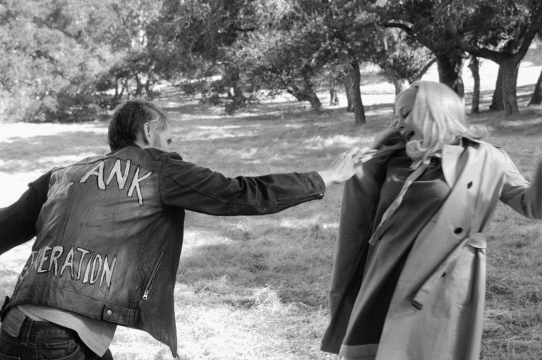 """Allison (Patricia Arquette, r.) findet sich im Traum im Film """"Die Nacht der lebenden Toten"""" in der Rolle der Barbara wieder. - Bildquelle: Paramount Network Television"""