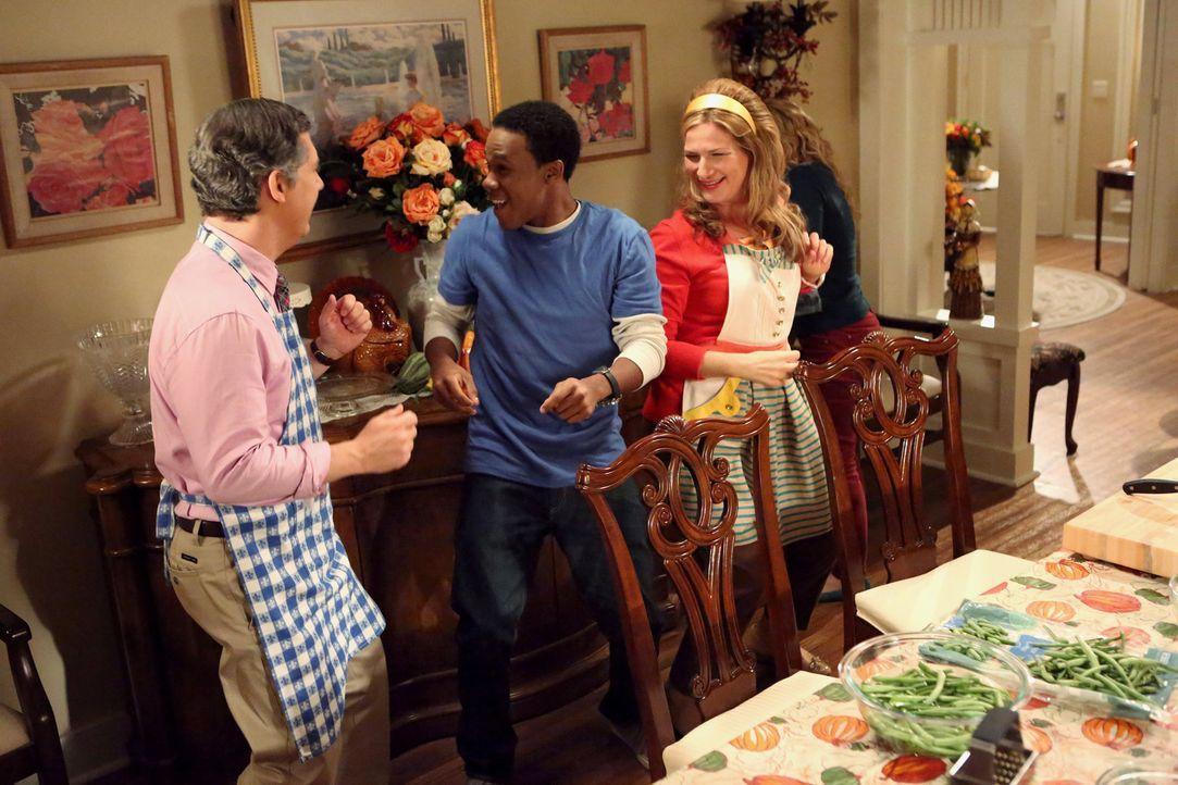 Verstehen sich prächtig: Fred (Chris Parnell, l.), Sheila (Ana Gasteyer, r.) und Malik (Maestro Harrell, M.) ... - Bildquelle: Warner Brothers