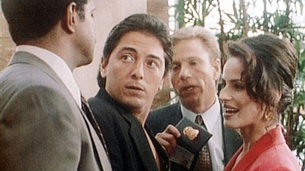 Jack (Scott Baio, 2.v.l.) wird zur Belustigung seiner neuesten Flamme Eve (Cr...