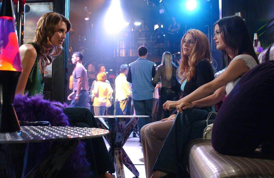 Der geplante Mädchenabend von Marissa (Mischa Barton, l.), Lindsay (Shannon Lucio, M.) und Summer (Rachel Bilson, r.) endet im Chaos ... - Bildquelle: Warner Bros. Television