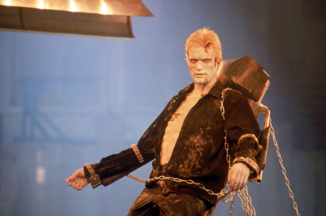 Seine Widerbelebung hatte sich der große Dracula (Stephen Billington) wohl ein bisschen anders vorgestellt! Jetzt ist er das Opfer und liegt gefesse... - Bildquelle: Neo Art & Logic