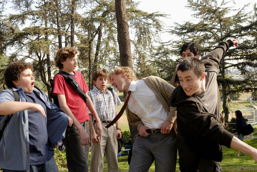Die erste Runde geht an Filkins (Alex Frost, r.). Weder der selbsternannte Bodyguard Drillbit Taylor (Owen Wilson, 2.v.r.) noch die drei Jungs Emmit... - Bildquelle: 2007 Paramount Pictures