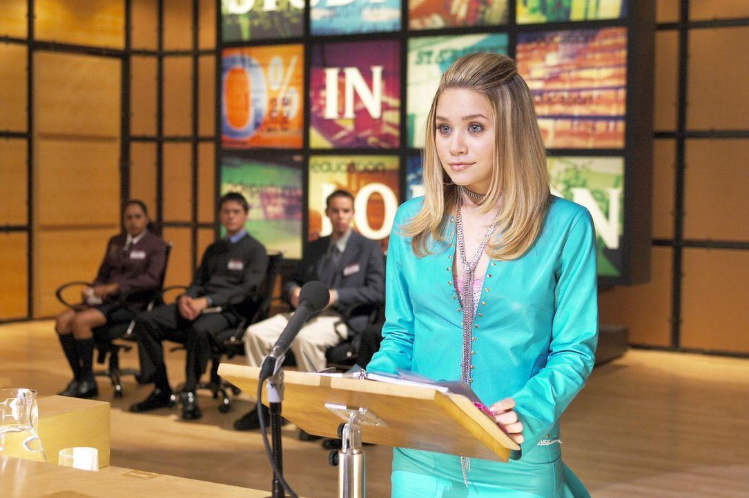 Die Streberin Jane Ryan (Ashley Olsen) muss ein wichtiges Referat halten - sie will damit das Stipendium für die renommierte Oxford University gewi... - Bildquelle: Warner Brothers International Television