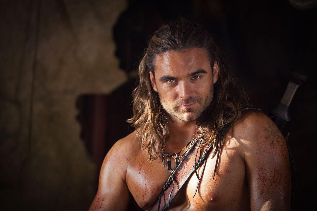 Macht seinen Feinden immer wieder deutlich, dass nichts über eine gute Gladiatorenausbildung geht: Gannicus (Dustin Clare) ... - Bildquelle: 2013 Starz Entertainment, LLC.  All Rights Reserved