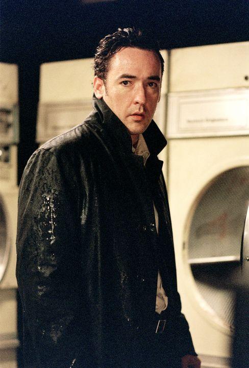 Im Waschraum des Motels macht Ed (John Cusack) eine grausame Entdeckung ... - Bildquelle: 2003 Sony Pictures Television International. All Rights Reserved.