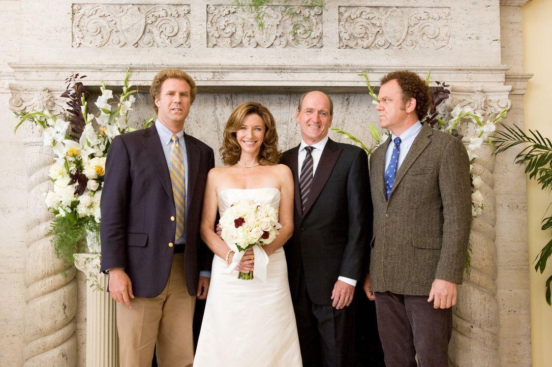 Der 40-jährige Brennan (Will Ferrell, l.) ist der Liebling seiner Mama Nancy (Mary Steenburgen, 2.v.l.), während der 39-jährige Dale (John C. Reilly... - Bildquelle: 2008 Columbia Pictures Industries, Inc. and Beverly Blvd LLC. All Rights Reserved.