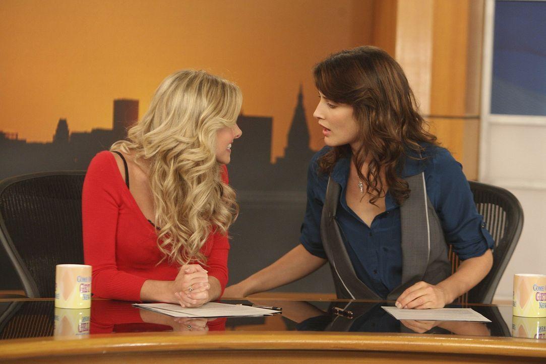 Während sich Marshall und Lily über den Namen ihres zukünftigen Kindes nicht einig werden, ist Robin (Cobie Smulders, r.) von ihrer Co-Moderatori... - Bildquelle: 20th Century Fox International Television