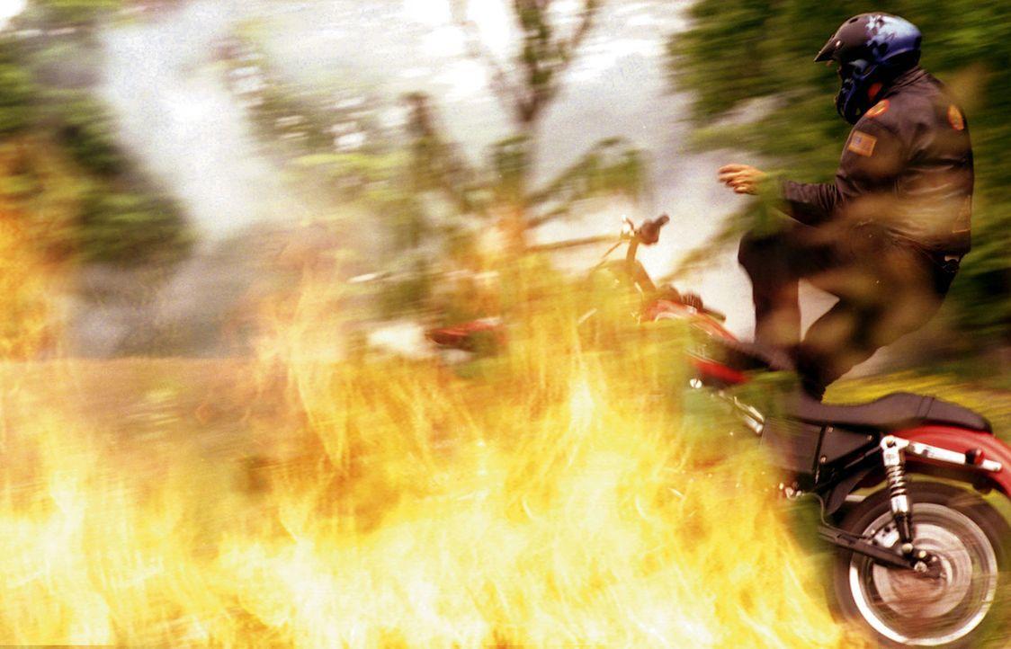 Ein gefährliches Spiel mit dem Feuer ... - Bildquelle: New Concorde