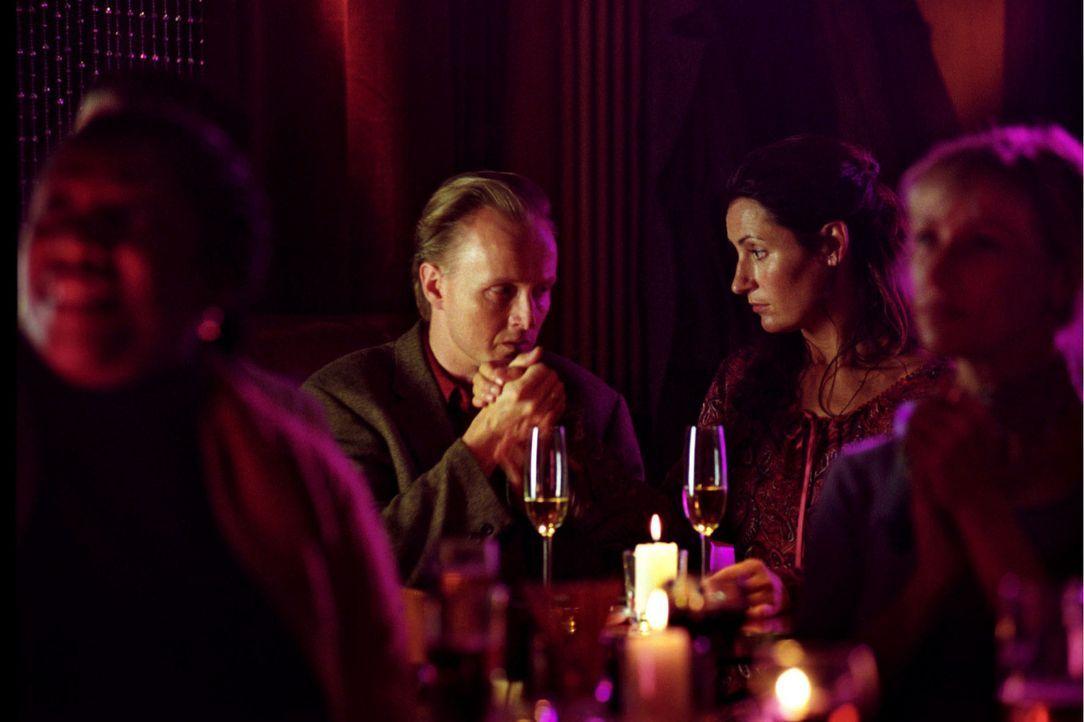 Der Blues machts: Felix und Sandra konnten ihren Mandanten Volker Adam (Holger Handtke, l.), der die Scheidung eingereicht hat, und dessen Frau Beat... - Bildquelle: Hardy Spitz Sat.1