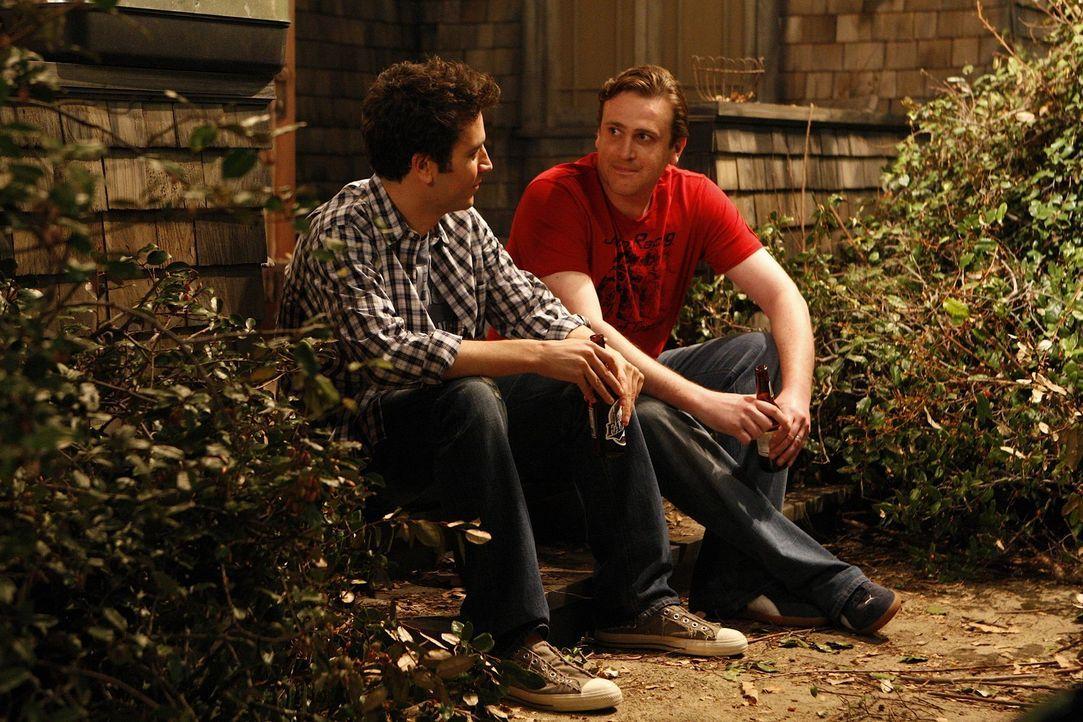 Nachdem Ted (Josh Radnor, l.) gemerkt hat, dass er einen Fehler begangen hat, ist es Marshall (Jason Segel, r.), der Ted in seiner dummen Entscheidu... - Bildquelle: 20th Century Fox International Television