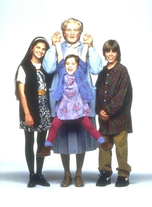 Um seinen Kindern Lydia (Lisa Jakub, l.), Chris (Matthew Lawrence, r.) und Natalie (Mara Wilson, vorne M.) nahe sein zu können, wird aus Daniel Hil... - Bildquelle: 20th Century Fox