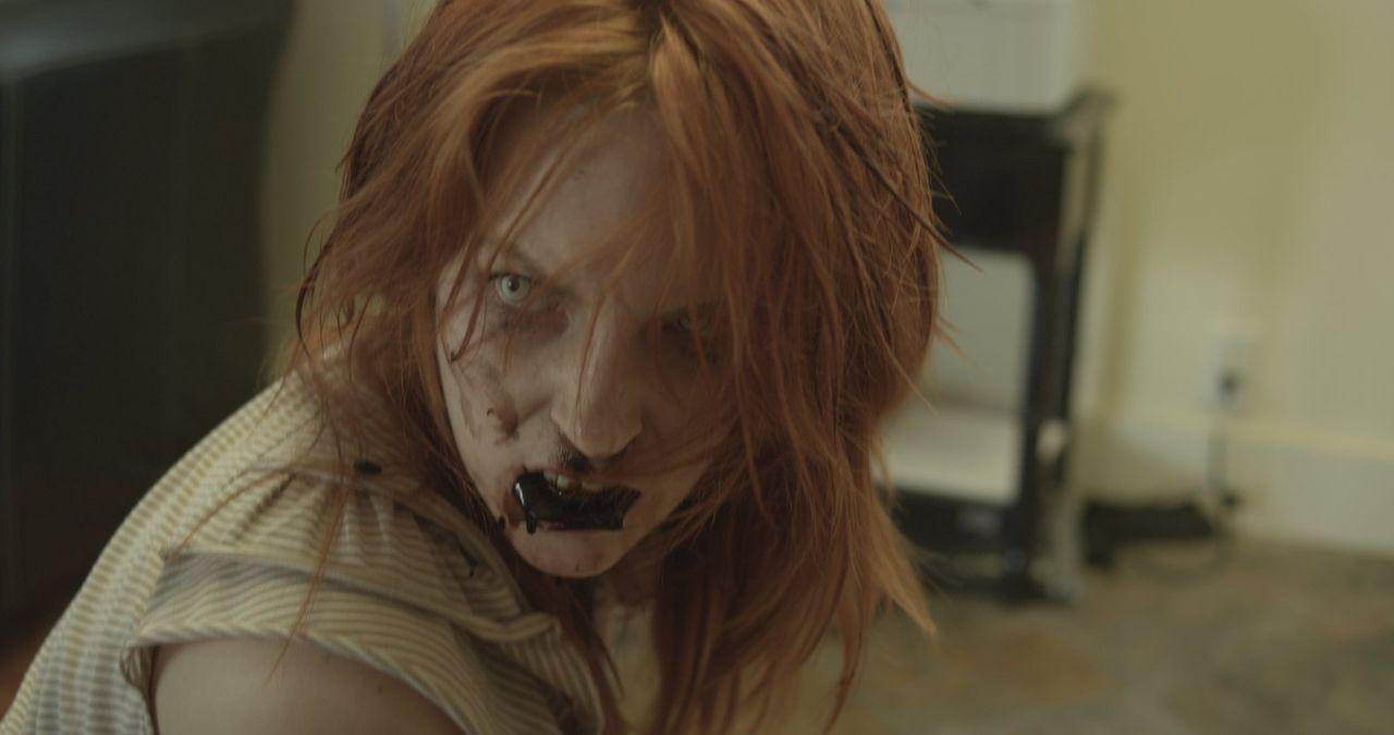 Wer hätte das je gedacht, aber die sanftmütige Astrid (Ali Williams) mutiert zu einem Zombie, als sie den Staub des Meteorschauers einatmet. Nichts... - Bildquelle: Warner Bros. All Rights Reserved.