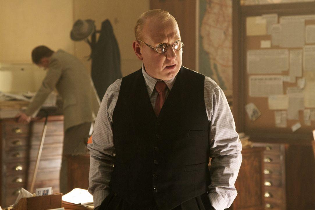 Ist es bereits zu spät, als Morris (Adrian Scarborough) bewusst wird, in welcher Gefahr sich eine seiner Agentinnen befindet? - Bildquelle: TM &   2012 BBC