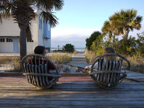 Matt (l.) und Salina (r.) suchen nach einem großen Haus in Pensacola Beach, d...