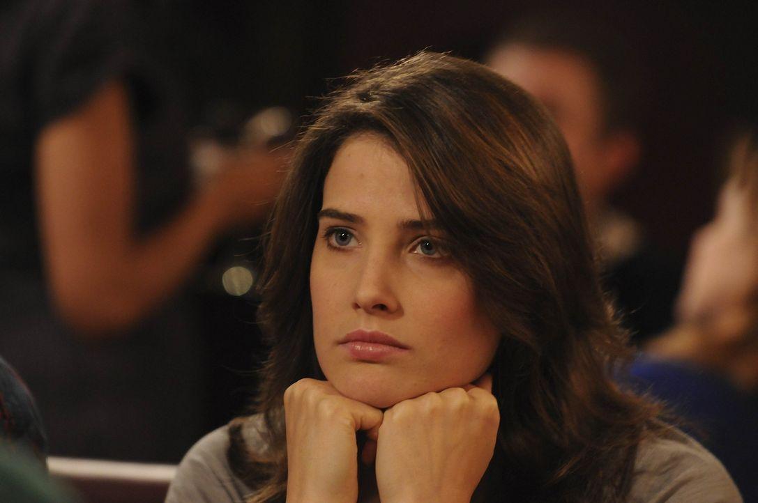 Hat jemanden am Haken und lässt ihn zappeln: Robin (Cobie Smulders) ... - Bildquelle: 20th Century Fox International Television