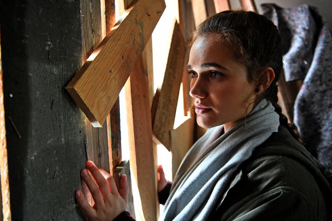 Maria (Josephine Martz) gerät in große Gefahr als sie ihren Freunden helfen will ... - Bildquelle: Christoph Assmann SAT.1/Christoph Assmann