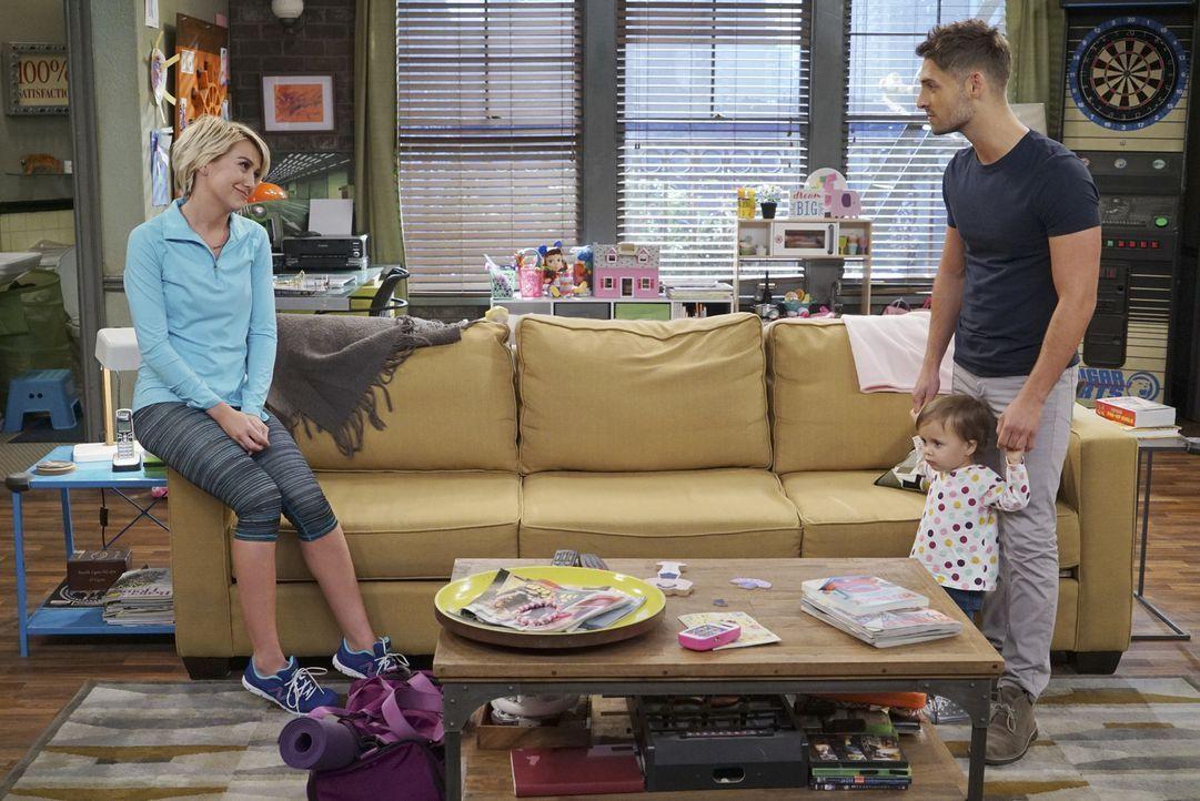 (v.l.n.r.) Riley (Chelsea Kane); Emma (Sura und Kayleigh Harris); Ben (Jean-Luc Bilodeau) - Bildquelle: Eric McCandless ABC Family
