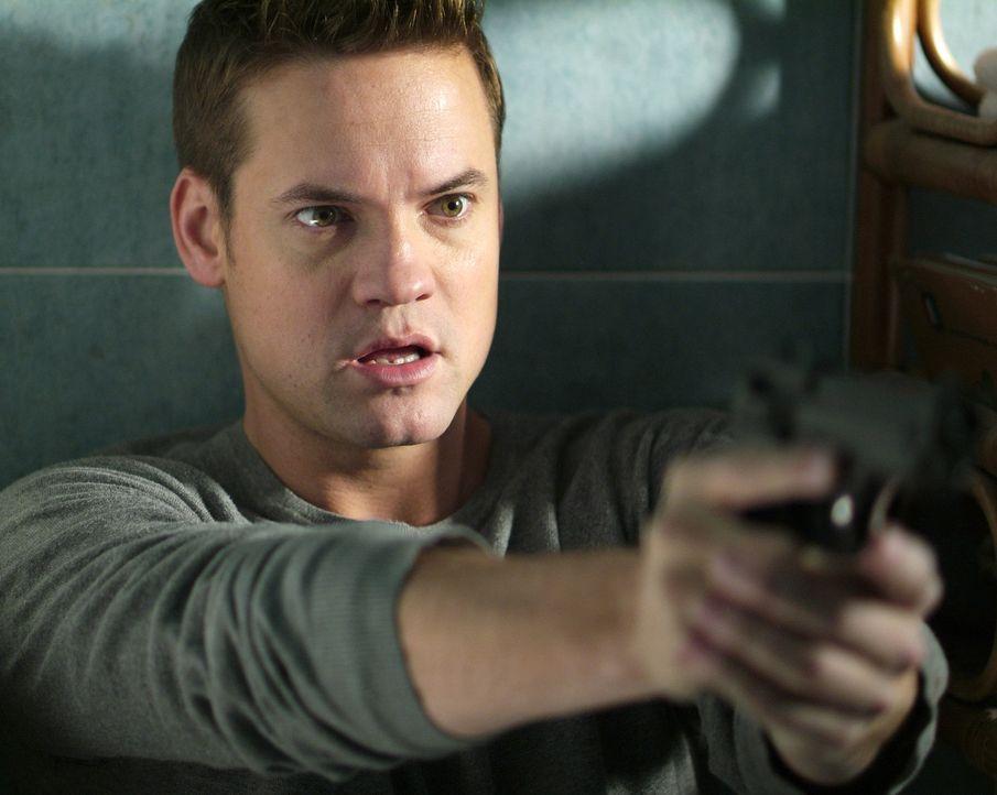 Gejagt von Spionen, Killern und einer mysteriösen Femme Fatal, hetzt Max Peterson (Shane West) rund um die Erde, immer auf der Suche nach den Draht... - Bildquelle: MOBICOM HOLDINGS, S.A.