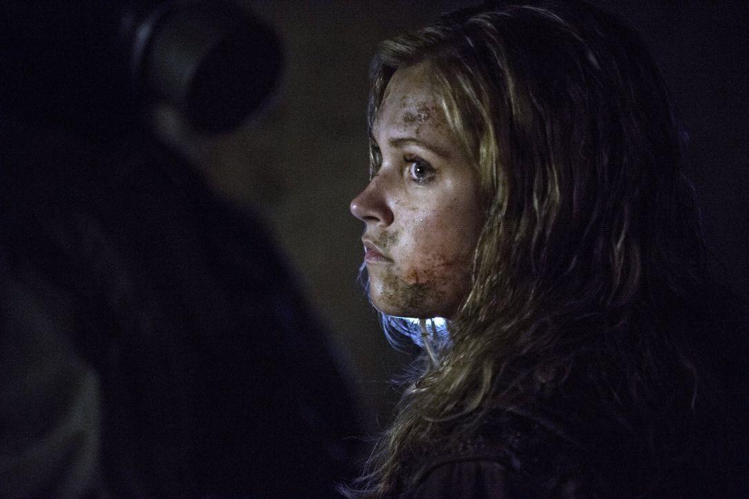 Wagt einen Fluchtversuch mit ungeahnten Folgen: Clarke (Eliza Taylor) ... - Bildquelle: 2014 Warner Brothers