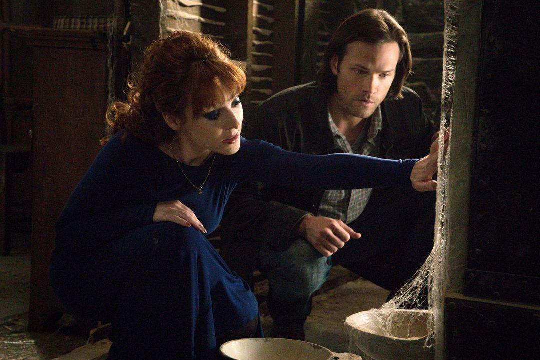 Nachdem Sam (Jared Padalecki, r.) von einer magischen Kiste erfahren hat, die der Magier und ehemalige Mann der Schriften, Magnus, erschaffen hat, m... - Bildquelle: 2016 Warner Brothers
