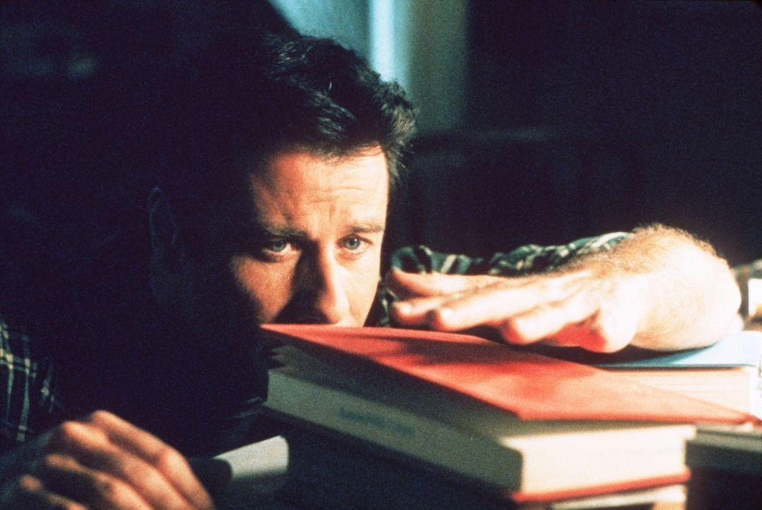 Nachdem der eher unscheinbare Automechaniker George Malley (John Travolta) vom Blitz getroffen wurde, entwickelt er plötzlich außergewöhnliche F - Bildquelle: Buena Vista Pictures