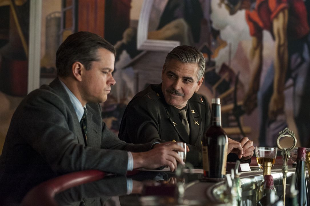 Als Kunstschutzsoldaten wollen Lt. Frank Stokes (George Clooney, M.), 2nd Lt. James Granger (Matt Damon, r.) den Verbleib der von den Nationalsozial... - Bildquelle: Claudette Barius 2014 Columbia Pictures Industries, Inc. and Twentieth Century Fox Film Corporation.  All rights reserved.