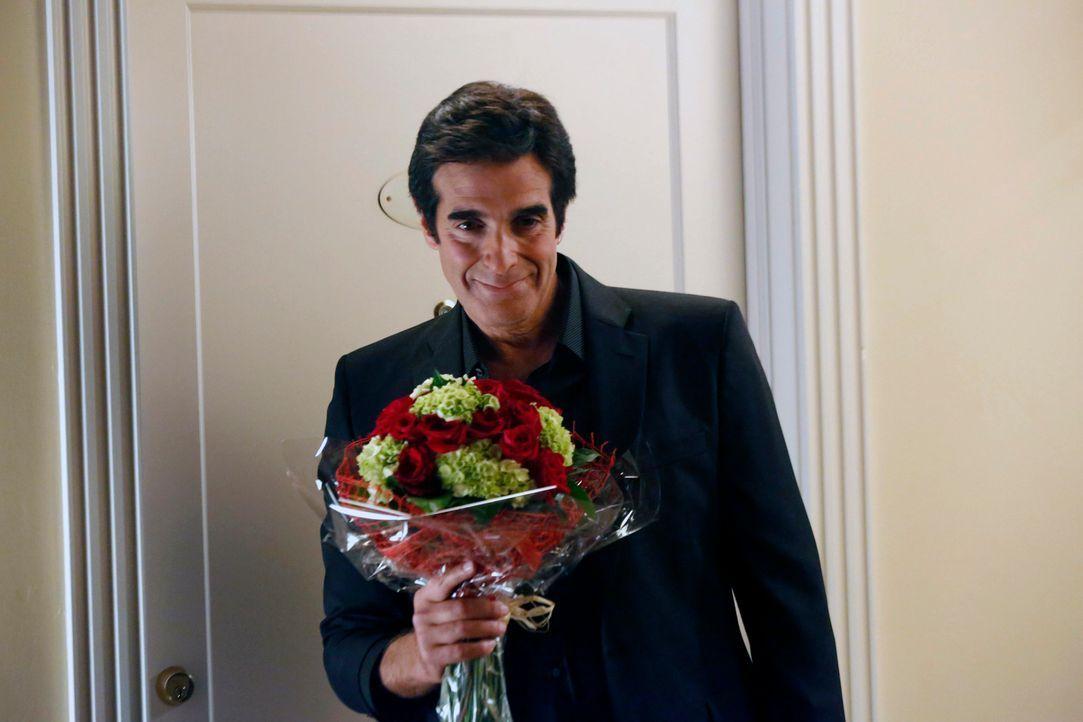 Verhilft Simon dazu, seine Freundin zurückzugewinnen: David Copperfield (David Copperfield) ... - Bildquelle: 2014 Twentieth Century Fox Film Corporation. All rights reserved.