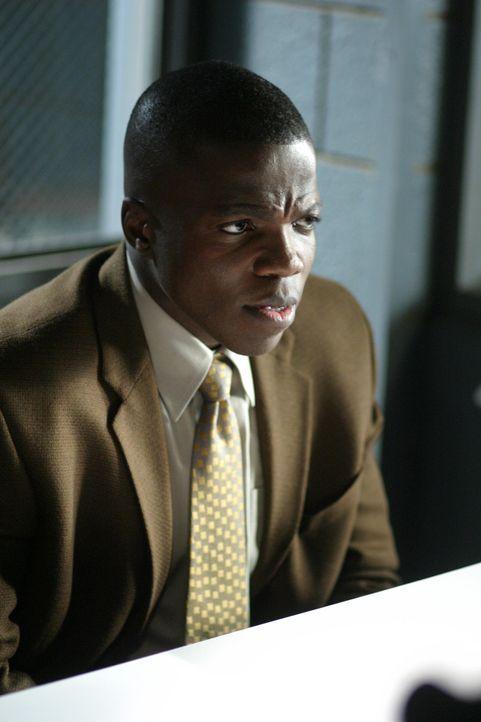 Detective Tom Selway (Reno Wilson) befragt einen Verdächtigen ... - Bildquelle: TM &   2006 CBS Studios Inc. All Rights Reserved.