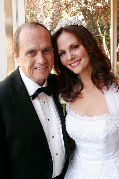 Geben sich das Ja-Wort: Morty (Bob Newhart, l.) und Sophie (Lesley Ann Warren, r.) ... - Bildquelle: 2005 Touchstone Television  All Rights Reserved