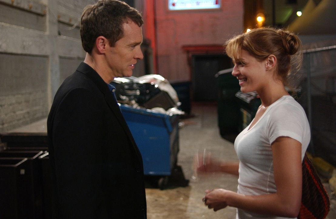 Jimmy (Tate Donovan, l.) fährt nach Hollywood, um Hailey (Amanda Righetti, r.) aus dem Stripclub zu holen ... - Bildquelle: Warner Bros. Television