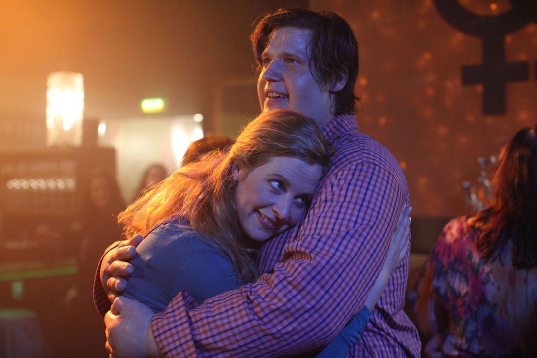 Kommen sich langsam näher: Nick (Sebastian Ströbel, r.) und Eva (Diana Amft, l.) ... - Bildquelle: Petro Domenigg SAT.1