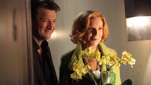 Richard (Nathan Fillion, l.) und seine Mutter (Susan Sullivan, r.) besuchen A...