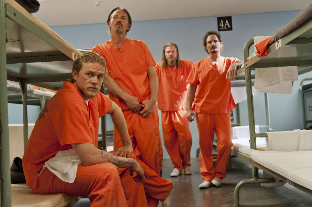 Noch ahnen Jax (Charlie Hunnam, l.), Chibs (Tommy Flanagan, 2.v.l.), Opie (Ryan Hurst, 2.v.r.) und Tig (Kim Coates, r.) nicht, was auf sie zukommen... - Bildquelle: 2012 Twentieth Century Fox Film Corporation and Bluebush Productions, LLC. All rights reserved.