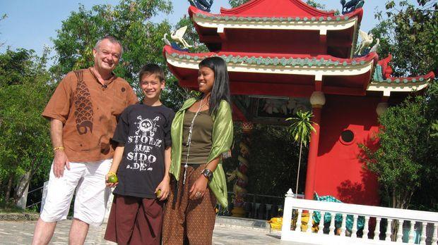 Jürgen Füller, seine Frau Lanthom und der 13-jährige Sohn Kevin haben beschlo...